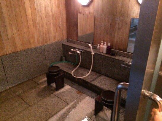 界伊東の貸切風呂の洗い場