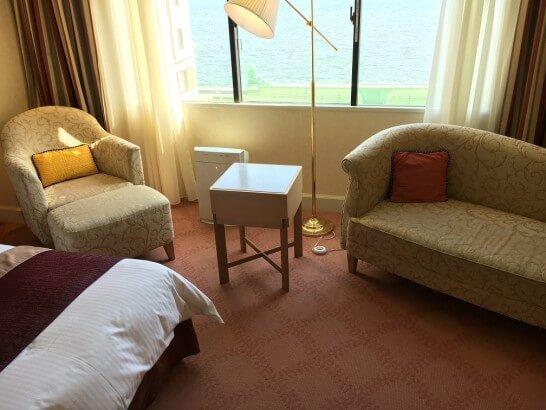 ホテルオークラ東京ベイのデラックスルームのソファー