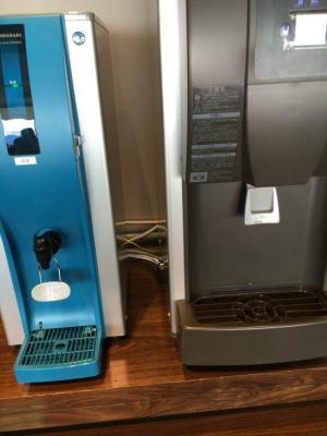 D's ラウンジトーキョーの冷水・製氷機