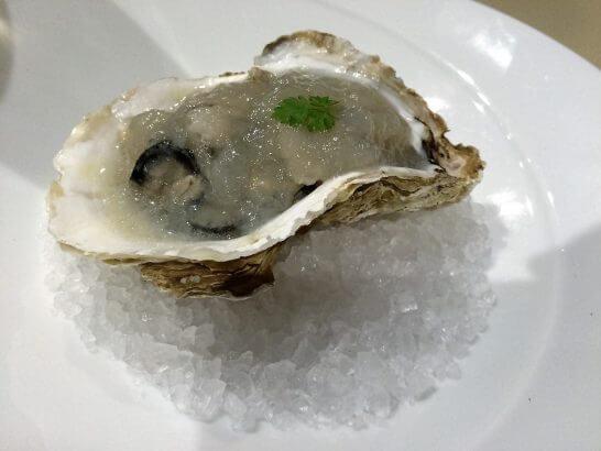 高級レストランの生牡蠣