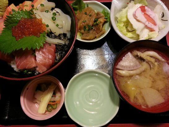 庄やのランチ(海鮮丼定食)
