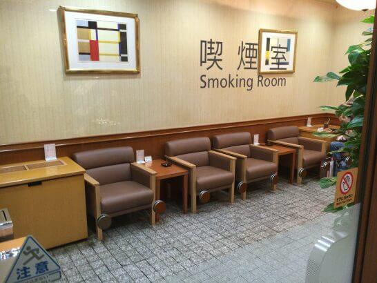 羽田空港のエアポートラウンジ(中央) の喫煙室