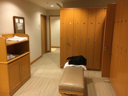横浜ベイシェラトンホテル&タワーズのフィットネスクラブの更衣室