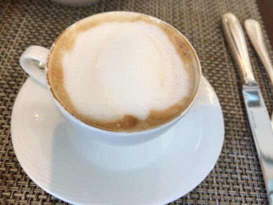 セントレジスホテル大阪の朝食のカプチーノ