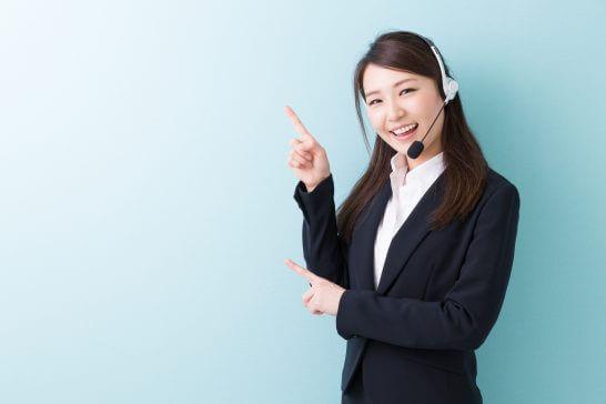 ビジネススーツ姿のオペレーター (1)