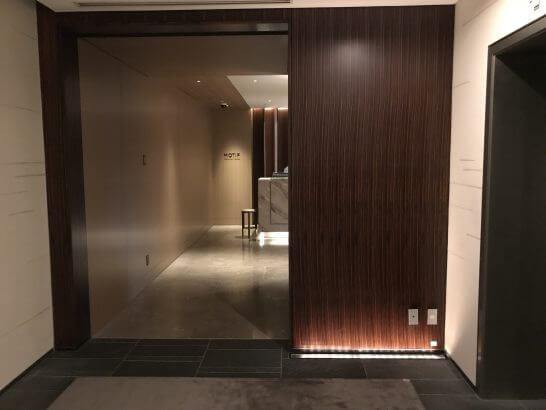 フォーシーズンズホテル東京のMOTIFの入り口