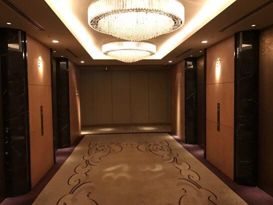 シャングリ・ラホテル東京のホライゾンクラブフロアのエレベーターホール