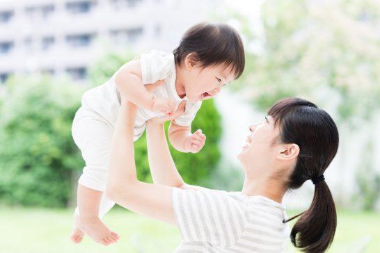 赤ちゃんと母親 (2)
