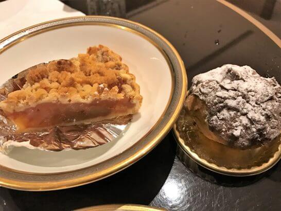 東京マリオットのエグゼクティブラウンジのアップルパイとチョコシュークリーム