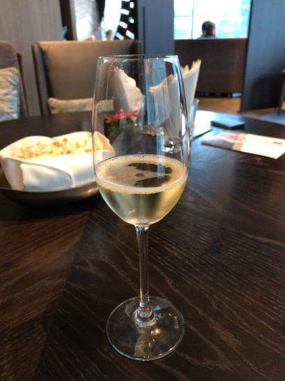 ラグジュアリーソーシャルアワーのシャンパン (2)