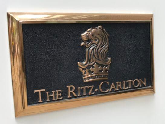 ザ・リッツ・カールトン東京の看板