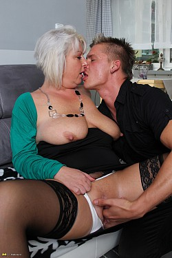 mature mom sucking cum