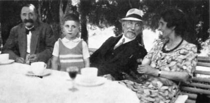 1938 - Maurras et la famille de Pierre Varillon.