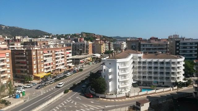 Вид на город из номера гостиницы. Калелья, Барселона.