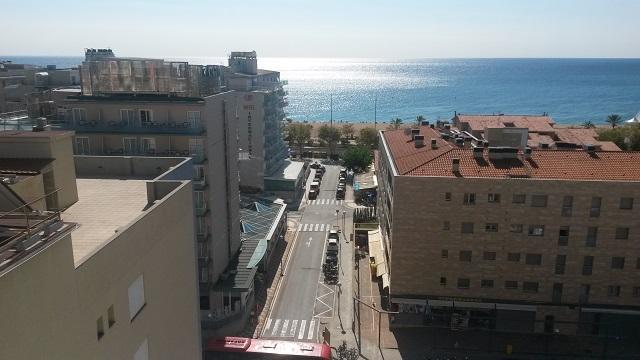 Вид на море... из того же номера. Калелья, Барселона, октябрь 2016.