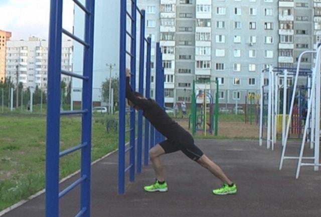 Упражнение на растяжку икроножной мышцы и ахилла.