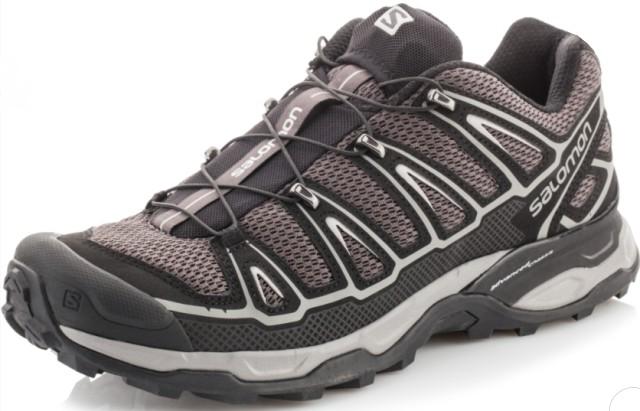 Кроссовки на резиновом шнурке.