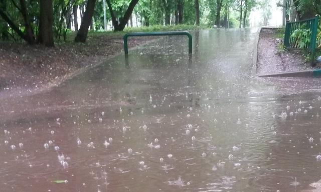 Проливной дождь в день старта Московского полумарафона 2018.