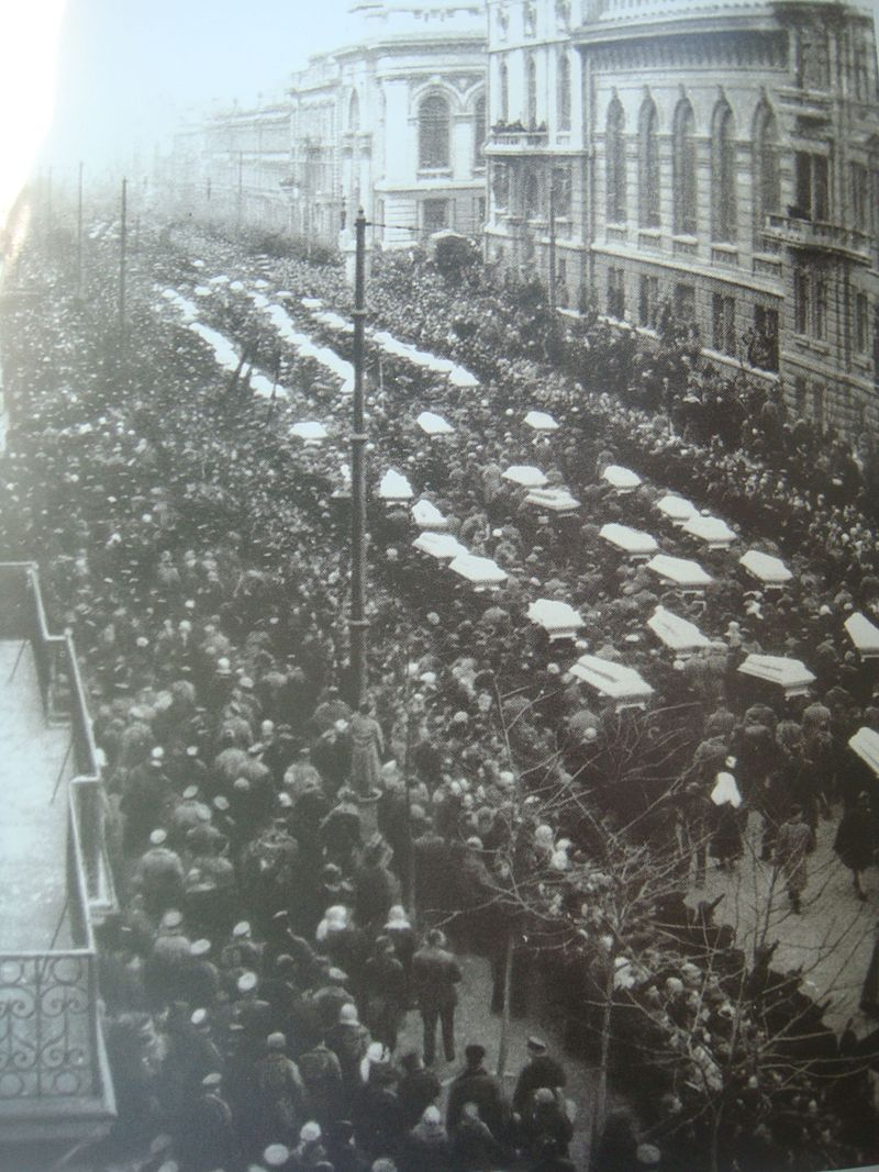 800px-Funeral_of_victims_of_clashes_of_february_1918_in_Odessa
