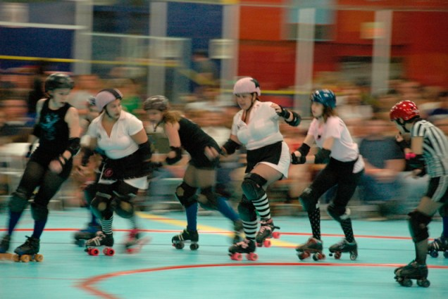 tucson-roller-derby-battle2.jpg