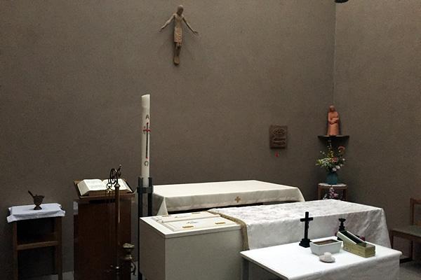 小聖堂に安置された柩