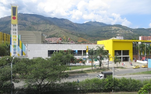 Puerta del Norte, the largest mall in Bello