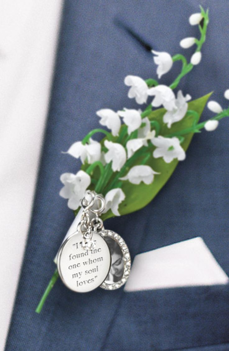 A personalized wedding day message for his boutonniere