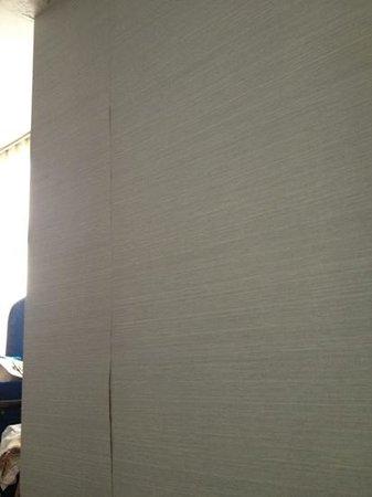 wallpaper coming off the walls: fotografía de Robertson Quay Hotel, Singapur - TripAdvisor
