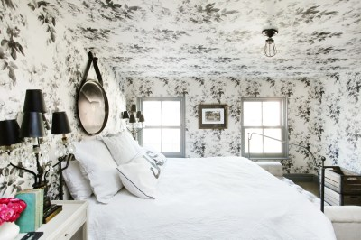 Try Ceiling Wallpaper to Open Up a Cramped Room | Architectural Digest
