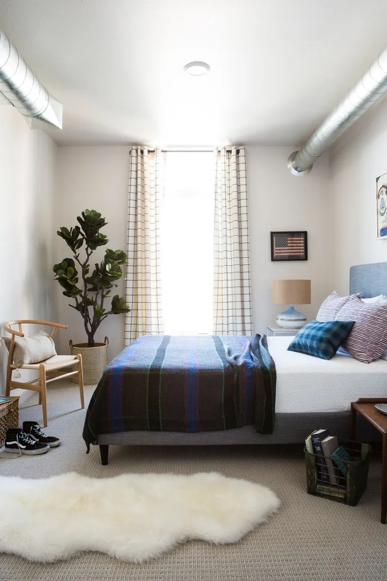 Small Bedroom Ideas  Design  Layout  and Decor Inspiration     draperies in small bedroom