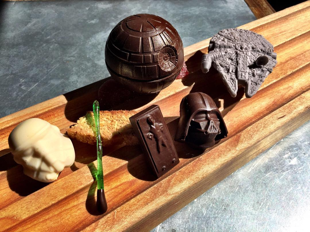 Adorable little Star Wars desserts offered at L A restaurant Boing Boing