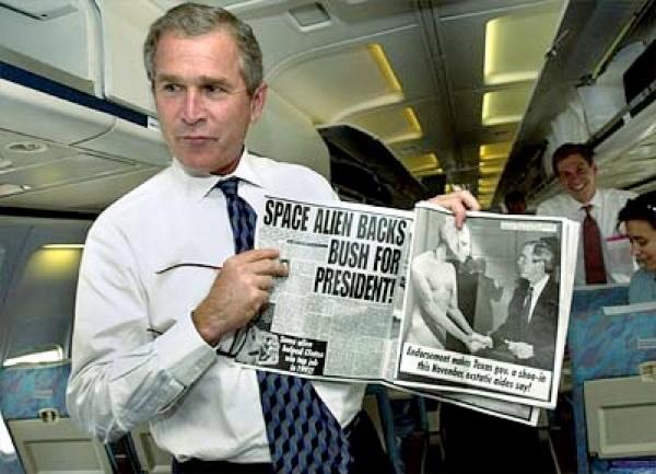 _d_politicalhumor_1_0_P_K_bush_spacealien