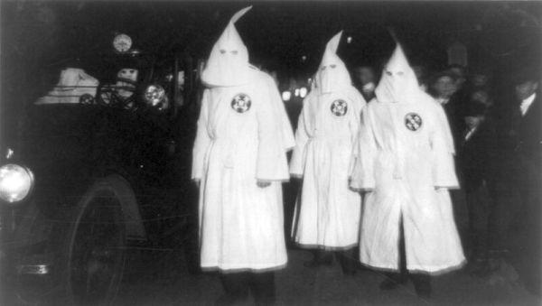 800px-Ku_Klux_Klan_Virgina_1922_Parade
