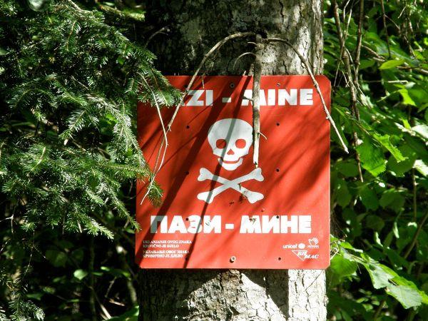 Landmine_warning_sign_in_BiH