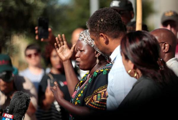 Agnes Hasam, a family friend of the late Alfred Olango, speaks to protesters at El Cajon Police HQ to protest the killing of an unarmed man Tuesday by officers. September 28, 2016.  REUTERS