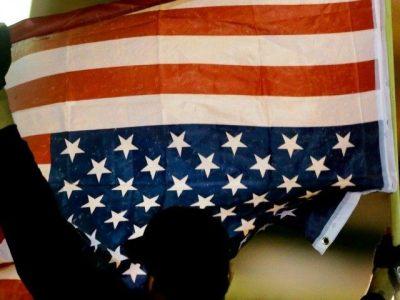 http://i2.wp.com/media.breitbart.com/media/2015/03/american-flag-upside-down-AP-640x480.jpg?resize=400%2C300