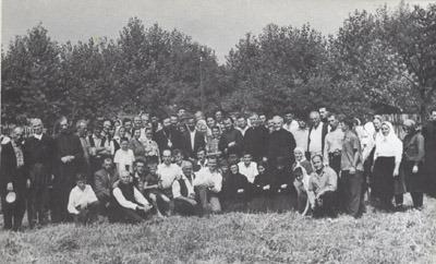 Bogomoljci kod Trške crkve 1964