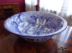 Vas din porțelan chinezesc. Există și o legendă cu acest vas... - Muzeul Octavian Goga de la Ciucea, județul Cluj