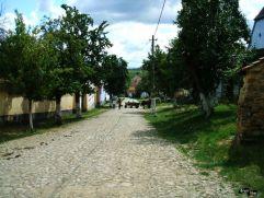 Ulița cu biserica fortificată