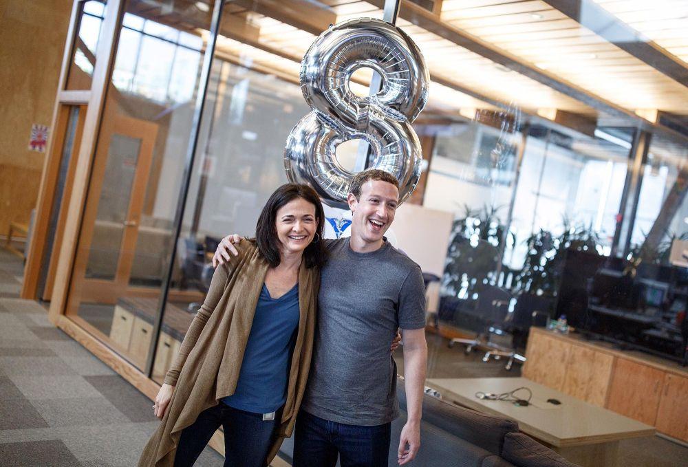 menlo park ca facebook photo of sheryl sandberg coo celebrating her 8 year faceversary faceversaries office