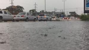 Hurricane Earl starts to make landfall in Mexico