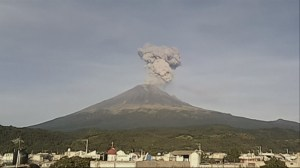 RAW: Timelapse of Popocatepetl volcano eruption