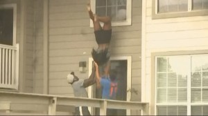2 young girls jump from windows out of burning Georgia apartment complex