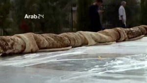 Syrian chef makes world's longest sandwich for refugees in Iraq