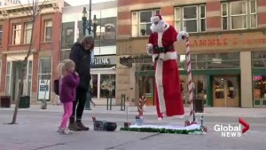 Calgary's levitating Santa has shoppers puzzled