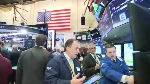 Dow tops 20,000 for 1st time as post-election rally resumes