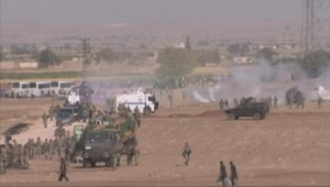 Raw video: Turkish forces uses water cannons on Syrian refugees