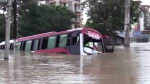 Monsoon rains cause floods in India, thousands seek aid