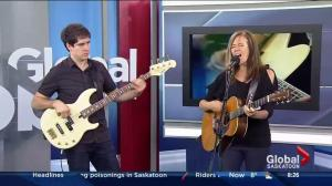 Annette Campagne performs 'Sable sous mes pieds'