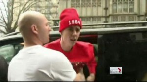 Bieber calls for stronger anti-paparazzi laws